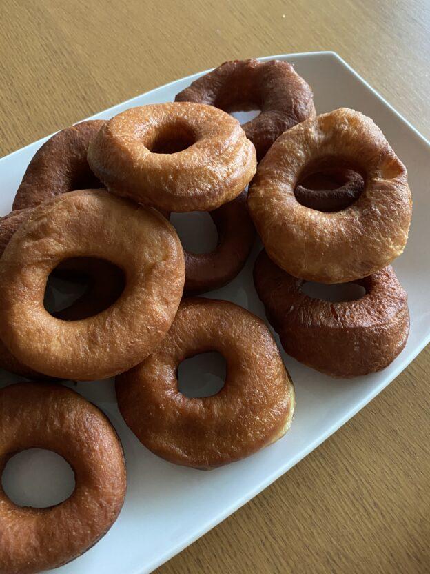Es gibt viele Rezept für Donuts.
